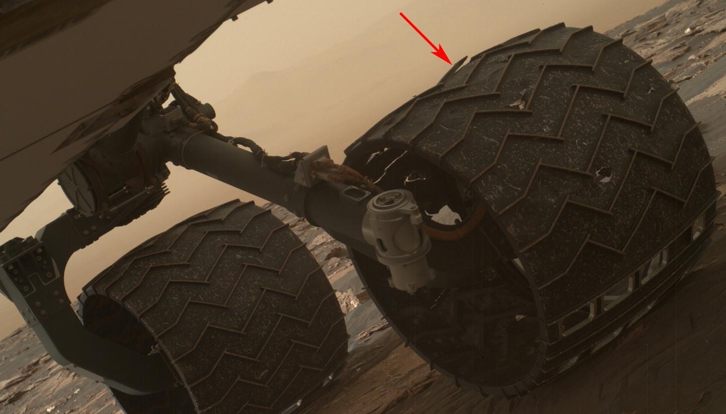 msl-rover-wheel-damage-pia21486-fleche.jpg