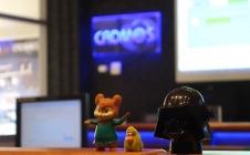 Figurines en salle de contrôle du CADMOS